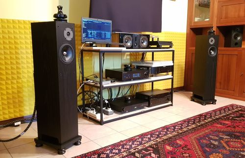 Gold & Platinum Classic Feet: 3 under the preamplifier
